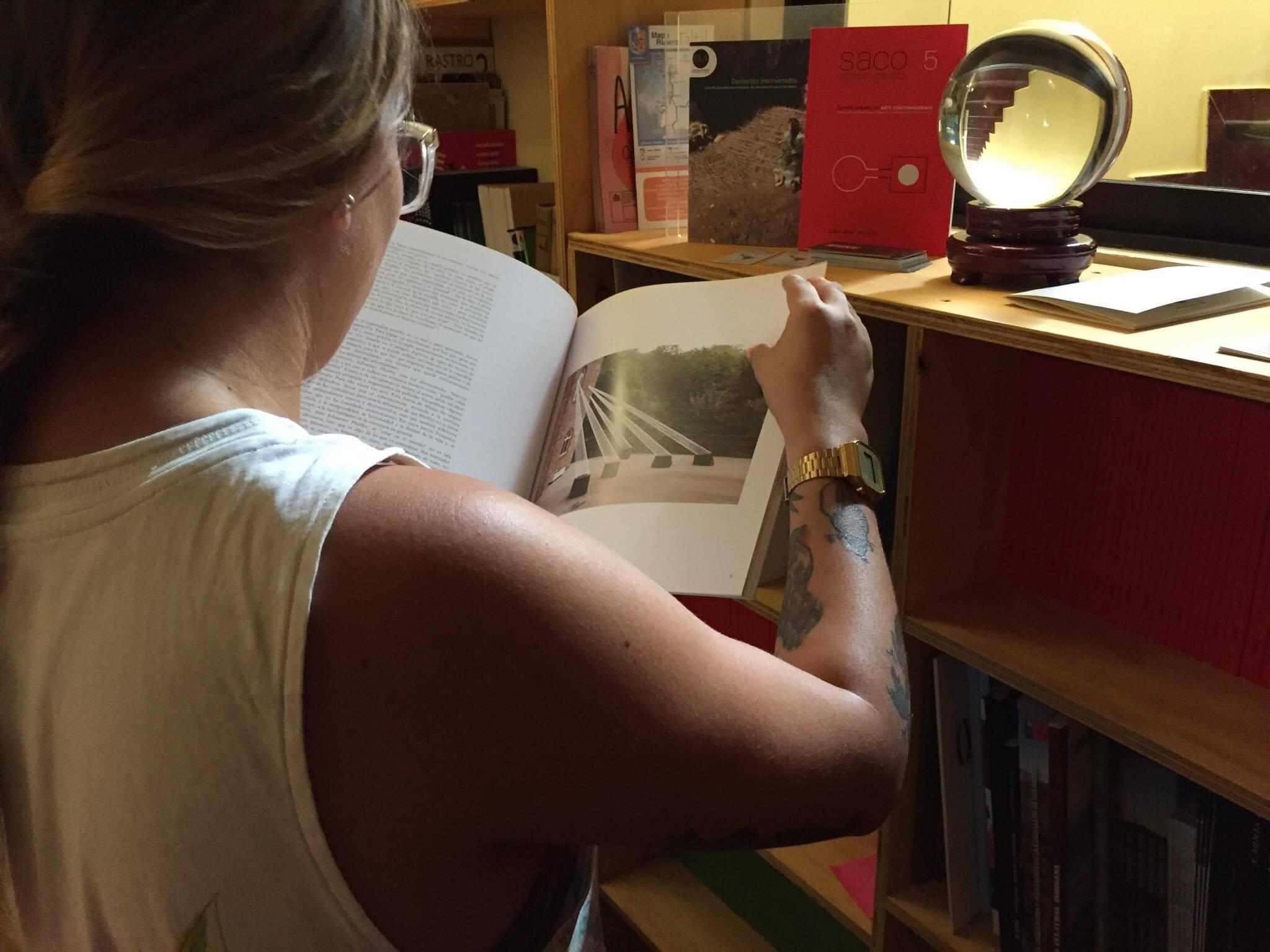 ISLA LIBRO EL ESPACIO BIBLIOGRÁFICO DE CONSULTAS PARA LAS ARTES VISUALES DEL NORTE