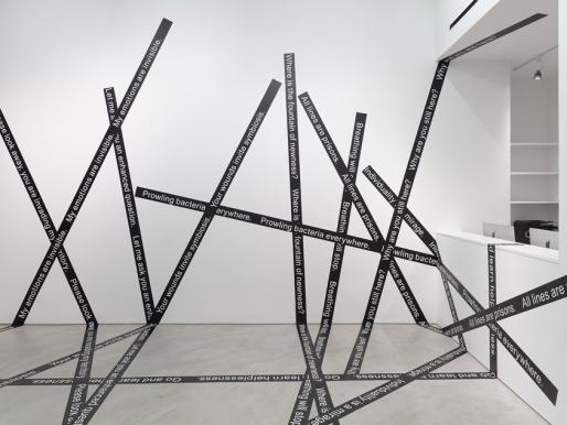 Luis Camnitzer: el artista que desplaza el lenguaje visual entre el eje hegemónico y la periferia
