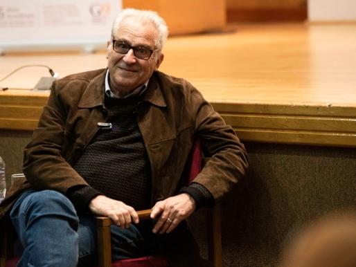 """""""El museo es una escuela"""" Única conferencia de Luis Camnitzer en Chile"""