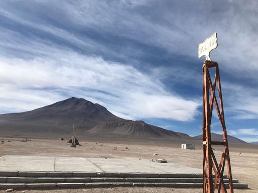 Otros pasos / otras líneas, texto de Catalina González sobre Desiertos Intervenidos II en Ollagüe