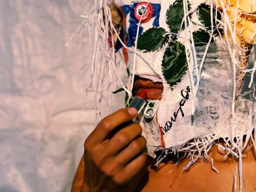 """Performance de Angelo Alvares Bon en la exposición """"Nosotros, los ancestros"""" ►"""