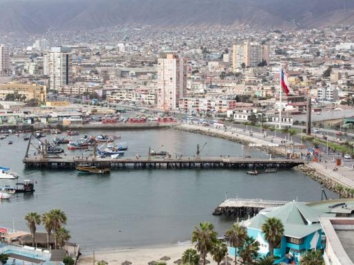 """Últimas semanas para postular a la Bienal 1.0: Un """"aluvión"""" que regresará al Muelle Histórico de Antofagasta"""
